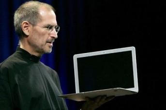 steve-jobs-macbook-air.jpg